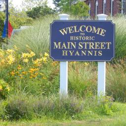Shopping & Restaurants on Main St Hyannis